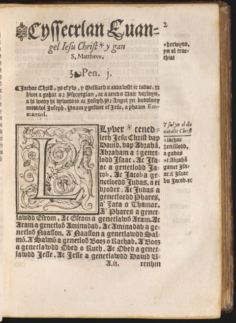 Tudalen gyntaf Efengyl Matthew. Cyhoeddwyd y Testament Newydd ar 7 Hydref, 1567 / The first page of Matthew's Gospel. The New Testament was published on 7 October, 1567